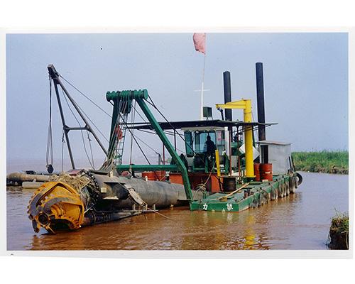 荷兰产挖泥船