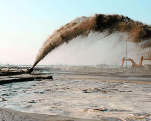 挖泥船吹填工程